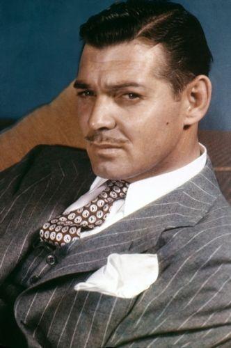 Clark Gable con traje
