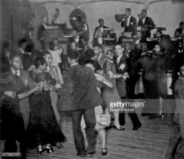 1930 bailarines en el Savoy Ballroom con Chick Webb