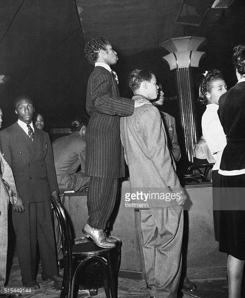 Jóvenes con Zoot Suits en el Savoy 1930s